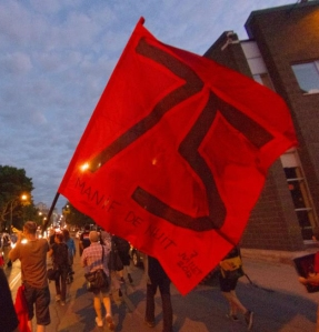 A flag commemorating Montréal's 75th consecutive night demo on July 7, 2012 - Un drapeau célébrant la 75e manif de nuit consécutive le 7 juillet 2012. (photographe : Alex)