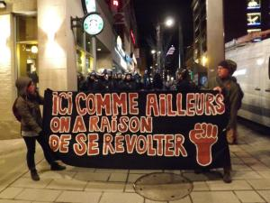 La bannière est réutilisée lors de la vigile silencieuse contre les arrestations de masse sous le règlement municipale P-6. The banner is reused as originally intended during vigil against mass arrests under municipal by-law P-6. Rue Ste-Catherine coin Jeanne-Mance, Montréal – March 29 mars 2013. photo: Michelle Moore.