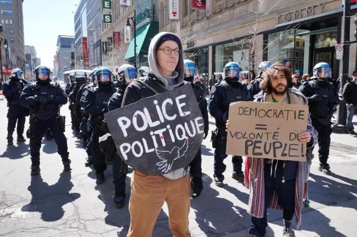 On Boul Robert-Bourassa (formerly University) looking west on rue Ste-Catherine, 2 avril 2015. Photo par No Justice No Peace Tutoyer La Police.